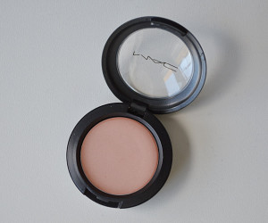 Amostrinhas: MAC Cream Colour Base cor Hush