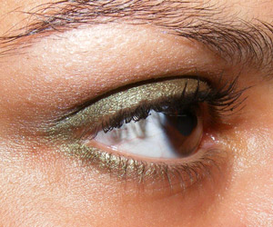 Tutorial em vídeo: Look verde oliva